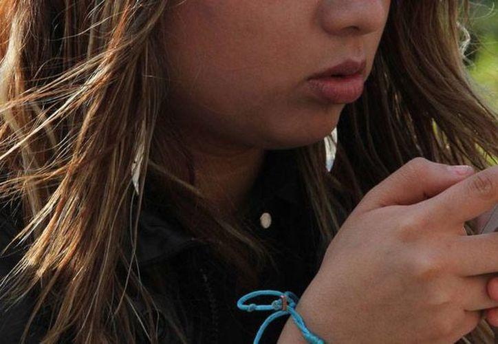 En Mérida, los restauranteros intentan poner 'su granito de sal' para contribuir a la desintoxicación tecnológica: pretenden establecer espacios 'libres de celular'. La imagen es únicamente ilustrativa. (NTX/Archivo)