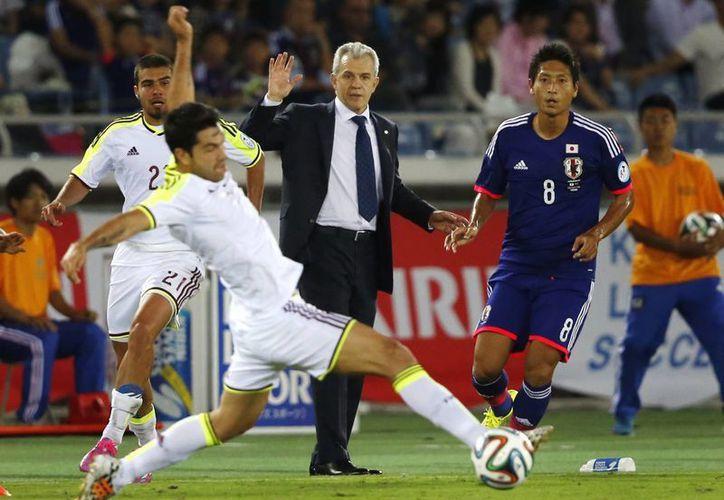 Al entrenador mexicano Javier Aguirre le gustó un poco más el desempeño de su selección, Japón, en comparación con el partido contra Uruguay. (Foto: AP)