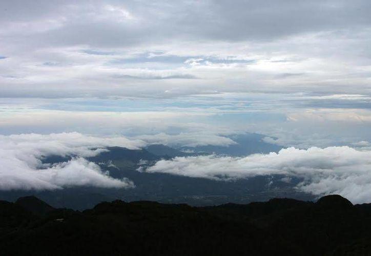 Fotografía cedida por la Autoridad de Turismo de Panamá de la vista desde la cima del volcán Barú en Panamá. (EFE/Autoridad de Turismo de Panamá)