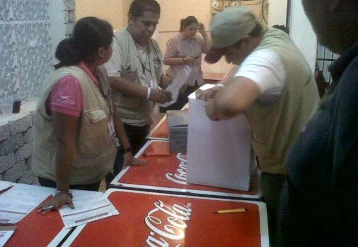 Entre 100 y 200 personas por casilla, salieron a votar. (Paloma Wong/SIPSE)