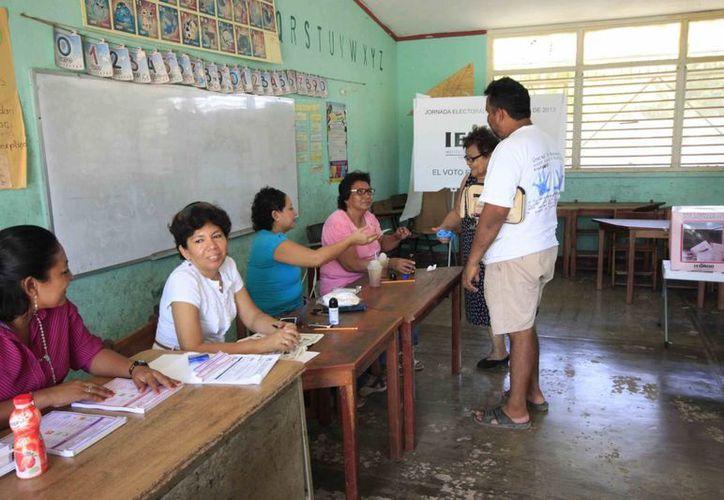 Se aplicará el día de la jornada electoral una serie de cuestionarios a los representantes de casilla. (Harold Alcocer/SIPSE)