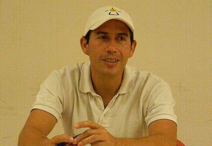 Miguel Ángel Muñoz informa que la bolsa de premiación para el primer lugar asciende a los 20 mil pesos. (Ángel Mazariego/SIPSE)