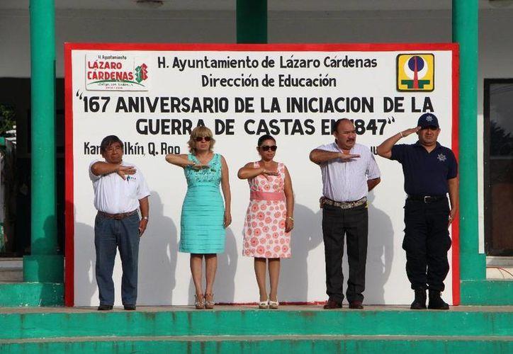 Las autoridades municipales durante el evento realizado en Lázaro Cárdenas. (Raúl Balam/SIPSE)