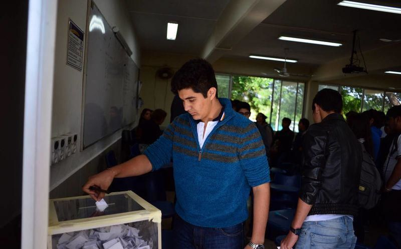 Alumnos de la Uady analizaron las propuestas de los candidatos. (Archivo/SIPSE)