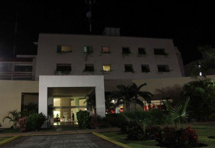 Mencionan que no todos los hoteles de Cancún apagaron la iluminación. (Paola Chiomante/SIPSE)