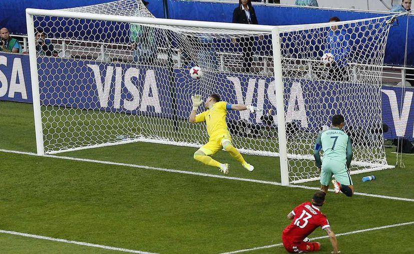 Portugal, por su parte, no ofreció un juego deslumbrante, pero estuvo muy bien posicionado. (Foto: AP)