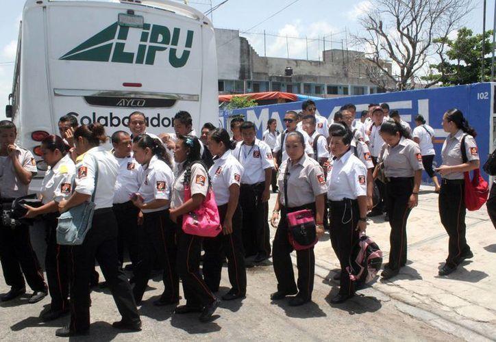 La distribución de horarios de los guardias de seguridad provocan descompensaciones en el cuerpo. (Tomás Álvarez/SIPSE)