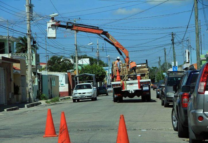 El nuevo reglamento de alumbrado público en Mérida estuvo ocho meses en estudio. (SIPSE/Archivo)