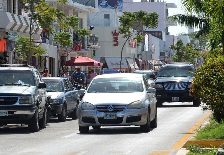 Entre enero y junio de 2017 se vendieron en el Estado, un total de 14 mil 707 vehículos. (Foto: Joel Zamora)