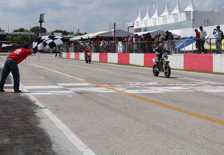 Se celebró la segunda fecha del campeonato en la pista del autódromo de Cancún. (Raúl Caballero/SIPSE)