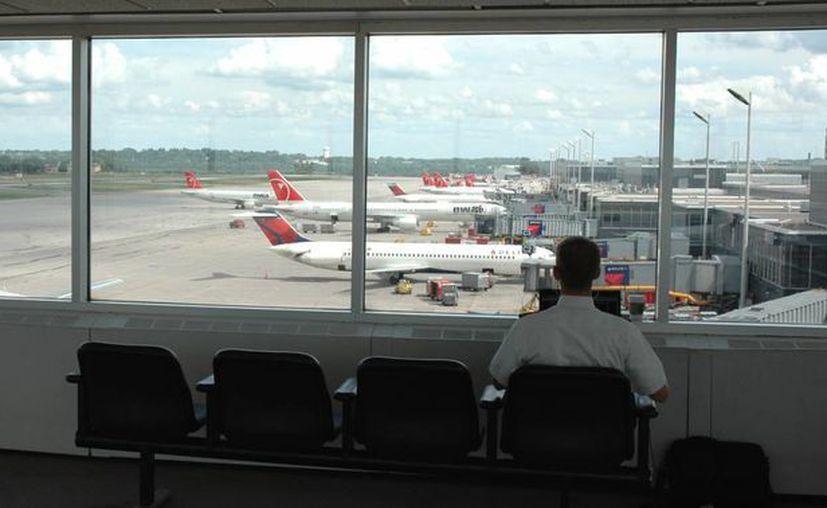 La tripulación de un vuelo a Las Vegas se percató que el pequeño no estaba en la lista de pasajeros. (stuckattheairport.com)
