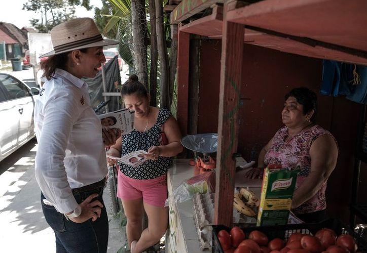 """Marybel exhortó a los vecinos a votar este 1 de julio por la alianza """"Juntos Haremos Historia"""". (Foto: Redacción)"""