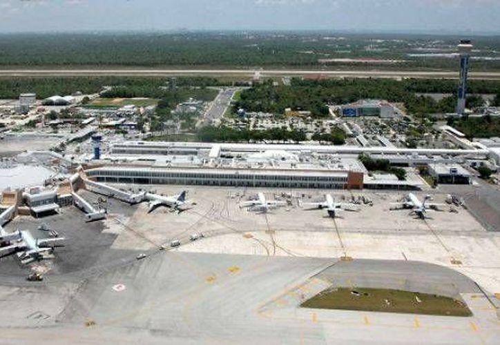 El Aeropuerto Internacional de Cancún aumento la afluencia de pasajeros durante este año en un millón 138 mil. (Foto/Internet)