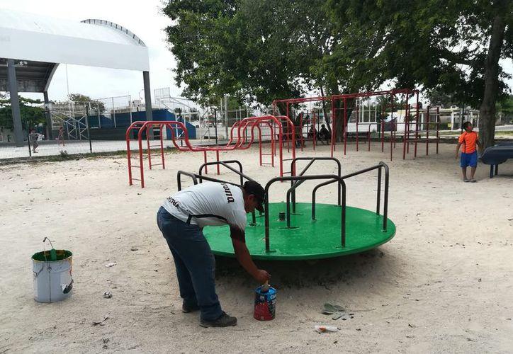 Se han rehabilitado los parques de las zonas de Puerto Aventuras. (Redacción)