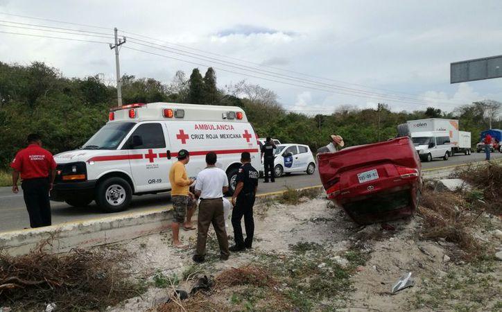 El accidente se registró en el tramo carretero Cancún-Puerto Morelos. (Eric Galindo/SIPSE)