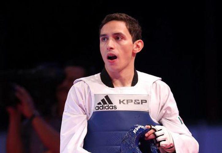 Damián Villa fue alcanzado por su rival. (Foto: Notimex)
