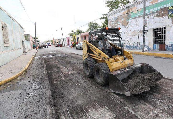La calle 67 es una de las más transitadas en la capital yucateca y actualmente se encuentra en reparación. (Milenio Novedades)