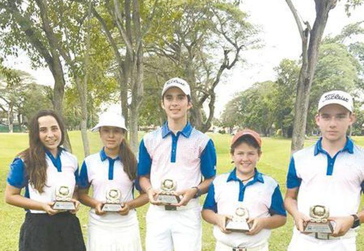 Se entregaron los premios a lo mejor de la  la Gira Regional Infantil y Juvenil de la Asociación de Golf del Sureste. (Milenio Novedades)