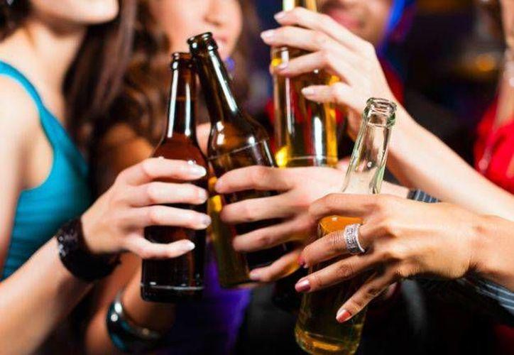 Un estudio demostró que la ingesta de alcohol en edades tempranas causa déficits cognitivos. (Contexto/Internet)