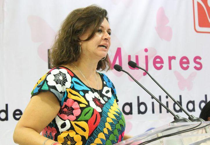 La directora nacional de Centros de Integración Juvenil, durante su participación en una conferencia. (Adrián Barreto/SIPSE)