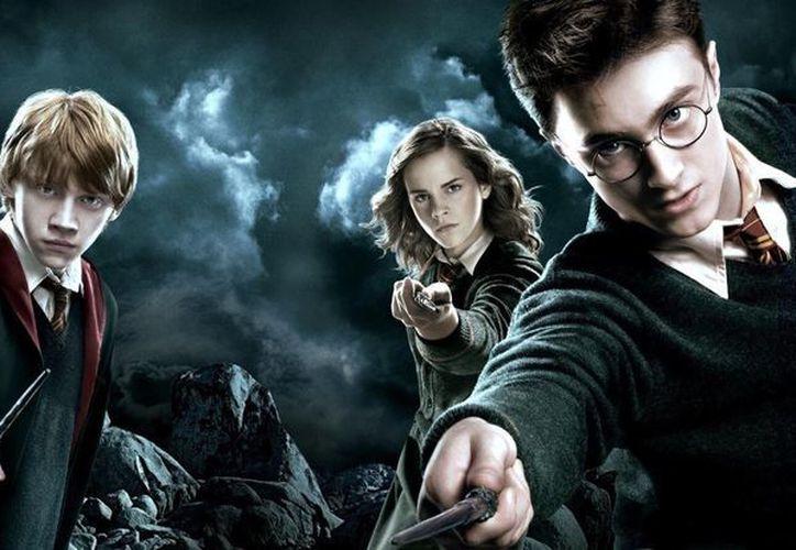 Con su salto a la gran pantalla, el universo que ideó en los libros J.K. Rowling se hizo realidad, convirtiendo algunos lugares de Reino Unido en zonas de peregrinación para los millones de fans de Harry Potter. (Warner Bros).