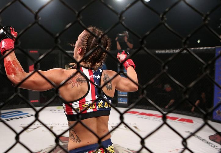 Expertos y fanáticos de la MMA han argumentado que pocas veces se ha visto una pelea así de violenta como esta. (Foto: Twitter @InvictaFights).