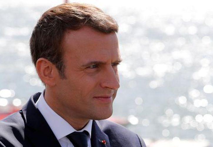 Emmanuel Macron anunció que presentará una denuncia judicial contra un fotógrafo que lo persiguió en sus vacaciones. (Reuters).
