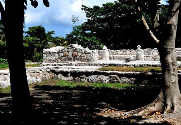 El sitio ubicado a dos kilómetros de la zona arqueológica de El Rey, presenta 30 osamentas de niños del pueblo maya agrícola y pescador. (Redacción/SIPSE)