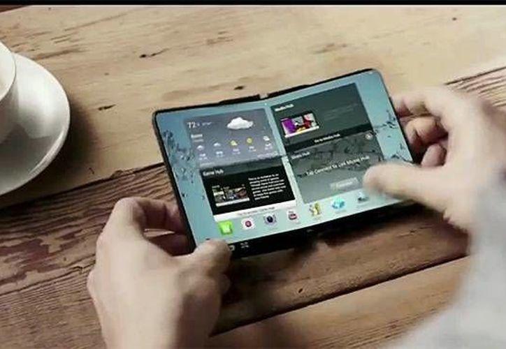 Uno de los modelos futuros de teléfonos celulares de Samsung tendrá una pantalla OLED flexible y el otro se podrá extender de 5 a 8 pulgadas para convertirlo en una tablet. (xataka.com)