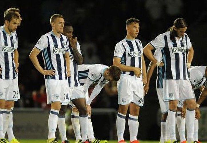 West Bromwich investiga a cuatro futbolistas por haber robado presuntamente un taxi en Barcelona. (Foto: Contexto)