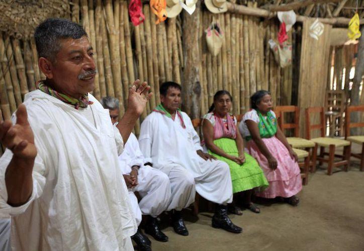El TEPJF ha establecido diversos criterios para facilitar el acceso de los integrantes de los pueblos originarios a la justicia electoral. (Archivo/Notimex)