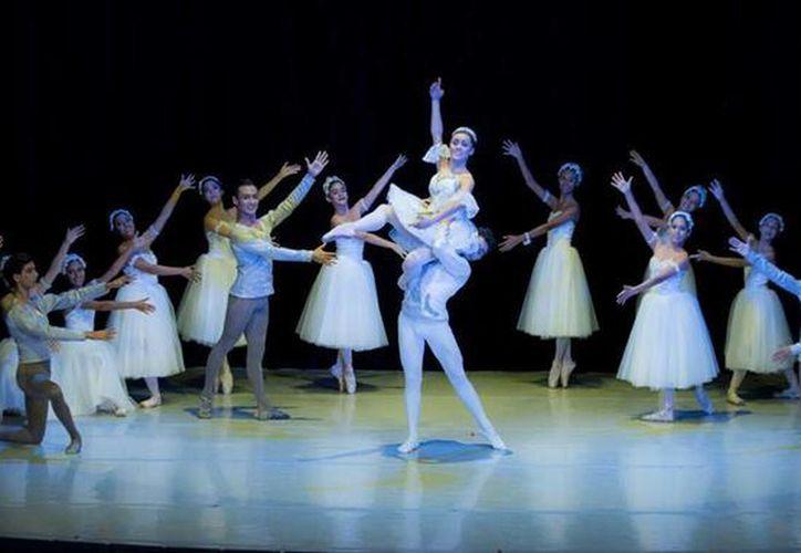 La compañia de Danza Clásica de Quintan Roo se presentó los días 12 y 13 de diciembre en Chetumal. (Redacción/SIPSE)