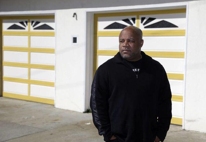 Ernest Morgan, que pasó 24 años en prisión, es uno de los beneficiados por la política carcelaria del estado de California, que ha puesto en libertad a cientos de reos. (Agencias)