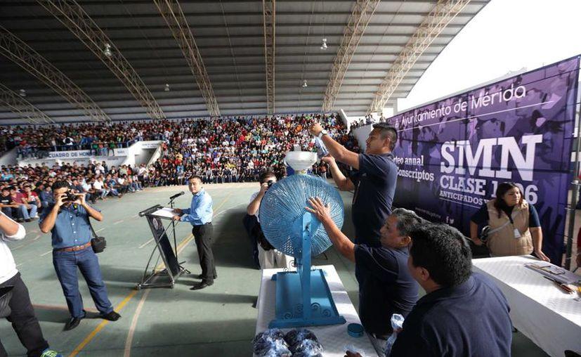 El sorteo anual de conscriptos se realizó este año en el Gimnasio Polifuncional de San José Tecoh. (SIPSE)