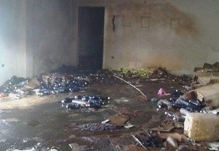 El incendio en un predio donde se almacenaba ácido muriático obligó al desalojo de una escuela primaria, en Mérida. (SIPSE)