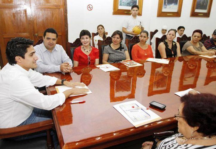 La reunión de la Feyac y asociaciones civiles con representantes del Gobierno de Yucatán. (SIPSE)