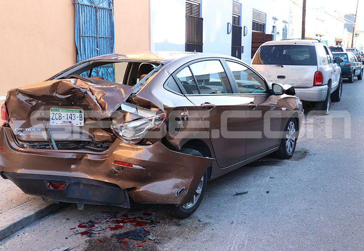 El accidente dejó severos daños en uno de los vehículos. (Foto: Aldo Pallota/SIPSE)