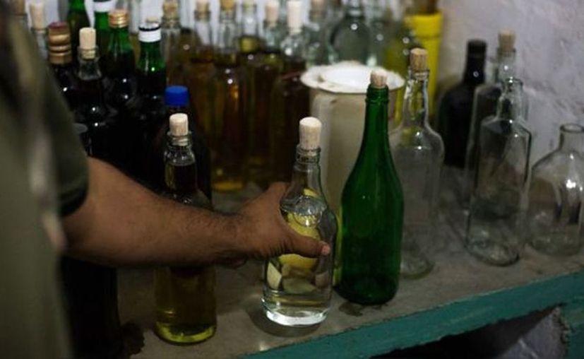 Con estos fallecimientos, suman 18 las muertes a consecuencia de beber alcohol adulterado en Yucatán. (Foto: contexto Internet)