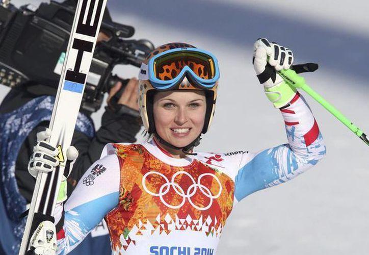 La austríaca Anna Fenninger durante la prueba de esquí supergigante en la que se hizo con el título dentro de las Olimpiadas de Sochi. (EFE)