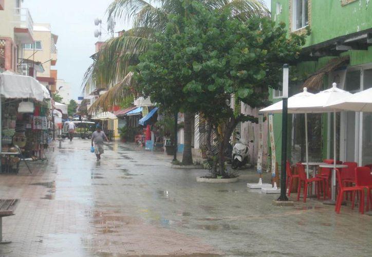 La constante lluvia duró casi todo el día de este miércoles. (Lanrry Parra/SIPSE)