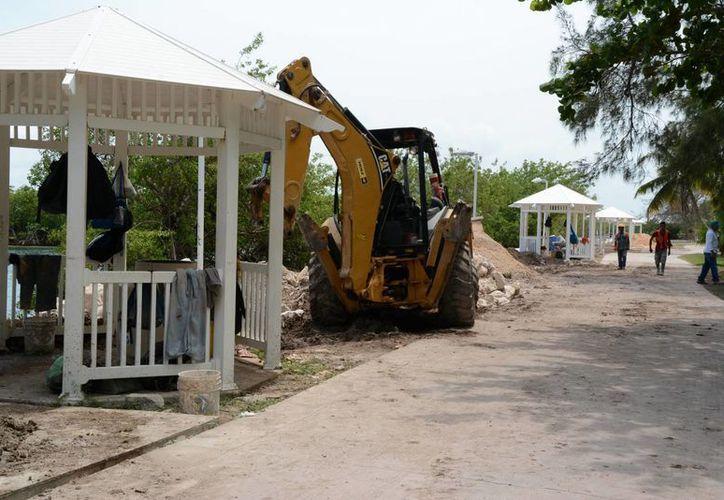 Realizan trabajos de remodelación en el Jardín del Arte. (Israel Leal/SIPSE)