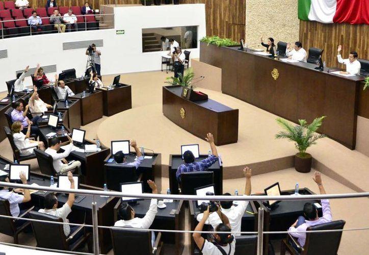 El día de ayer sesionó el pleno del Congreso del Estado; se aprobó la Comisión Especial Plural para el caso de Tekax. (Milenio Novedades)