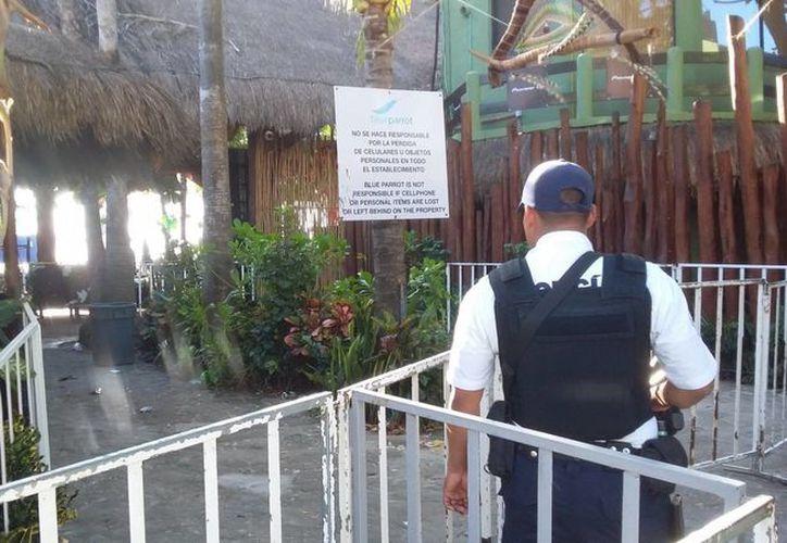 La policía instaló varios elementos en la zona costera del club de playa. (Foto: Daniel Pacheco/SIPSE)