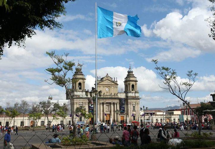 El presidente del Tribunal Supremo Electoral, Rudy Pineda, de Guatemala convocó hoy a comicios generales para el 6 de septiembre próximo a fin de designar presidente, vicepresidente, alcaldes y diputados. (Notimex)