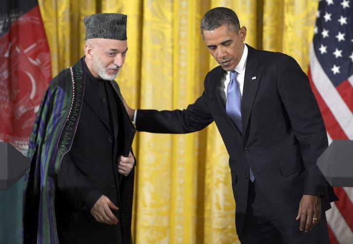 El presidente Barack Obama y su homólogo afgano, Hamid Karzai, en rueda de prensa tras su reunión el despacho Oval en la Casa Blanca. (EFE)