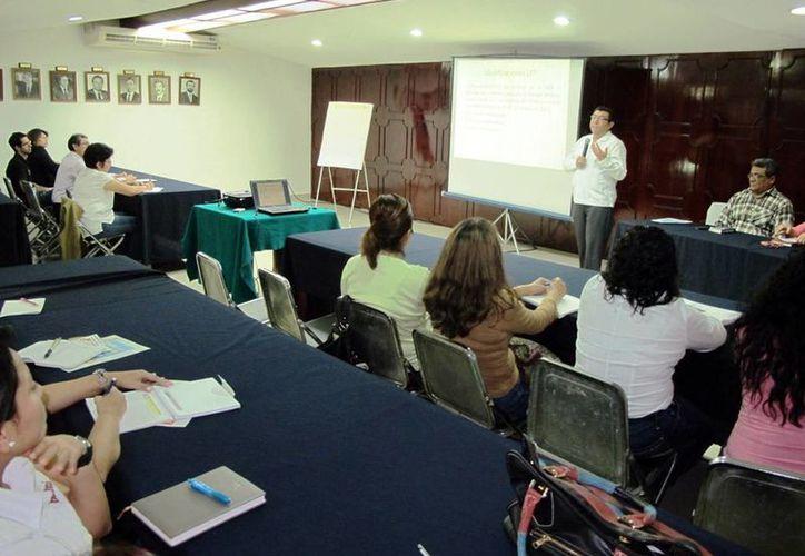 Armando Aldana asesoró a empresarios sobre la reforma laboral. (Milenio Novedades)