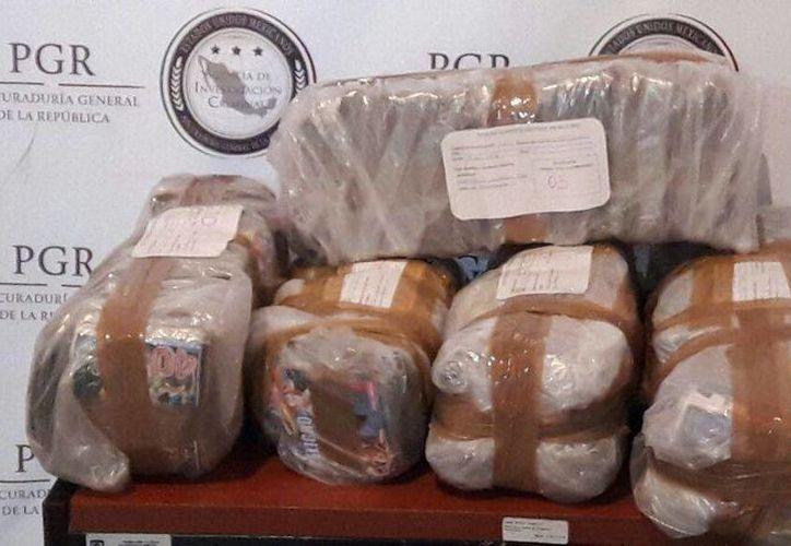 Agentes de la PGR confiscaron miles de discos piratas en Tizimín. (Foto cortesía de PGR)