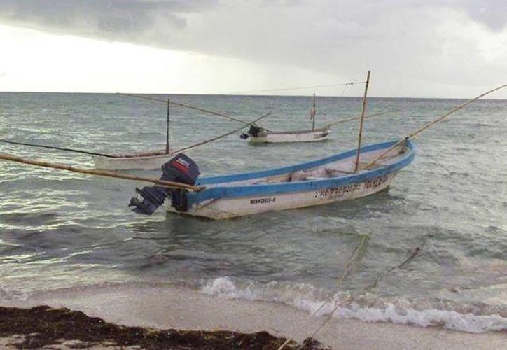 El mal tiempo impide a las autoridades salir en búsqueda de los pescadores extraviados desde el jueves pasado. (Archivo/SIPSE)