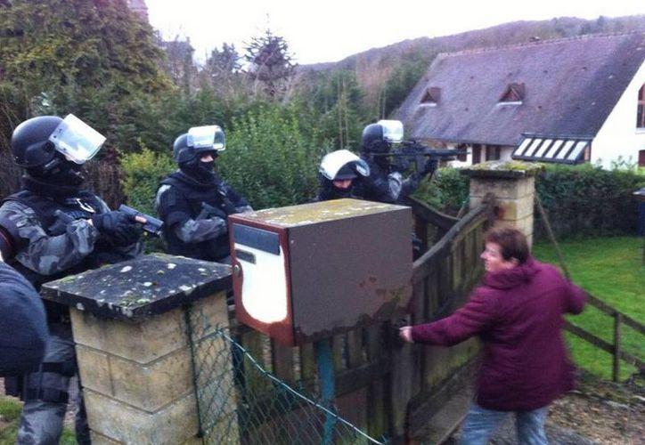 En el área de Crépy-en-Valois se realizan labores antiterroristas. (twitter/@ibuprofeno112)
