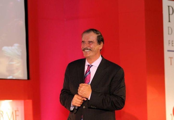 Gabino Cué, gobernador de Oaxaca, le recomendó a Fox leer 'El Arte de la Prudencia'. (Archivo/SIPSE)